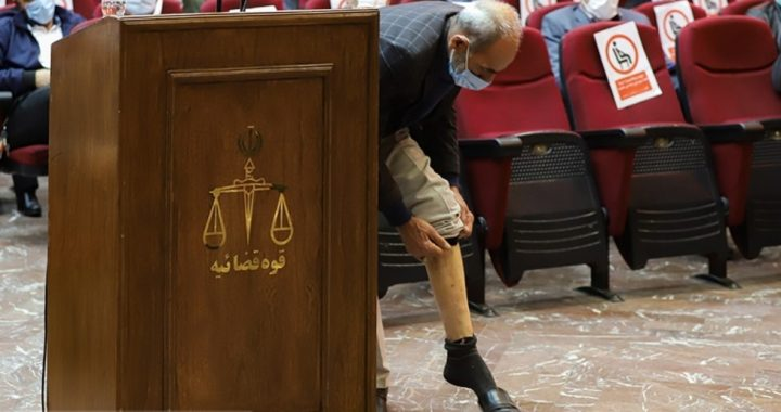 در دادگاه رسیدگی به دادخواست ۴۲ نفر از اعضای سابق گروهک تروریستی منافقین مطرح شد روایتی از اعمال شکنجههای خشن توسط عناصر گروهک تروریستی منافقین/ یکی از شکات: رجوى رواج نسلکشی انجام داد