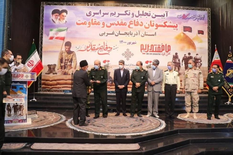 هفته دفاع مقدس یادآور خونهای مقدسی است که در پای شجره طوبای انقلاب اسلامی ریخته شد