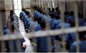 دیدار دادستان آبادان با زندانیان با هدف رفع مشکلات قضایی